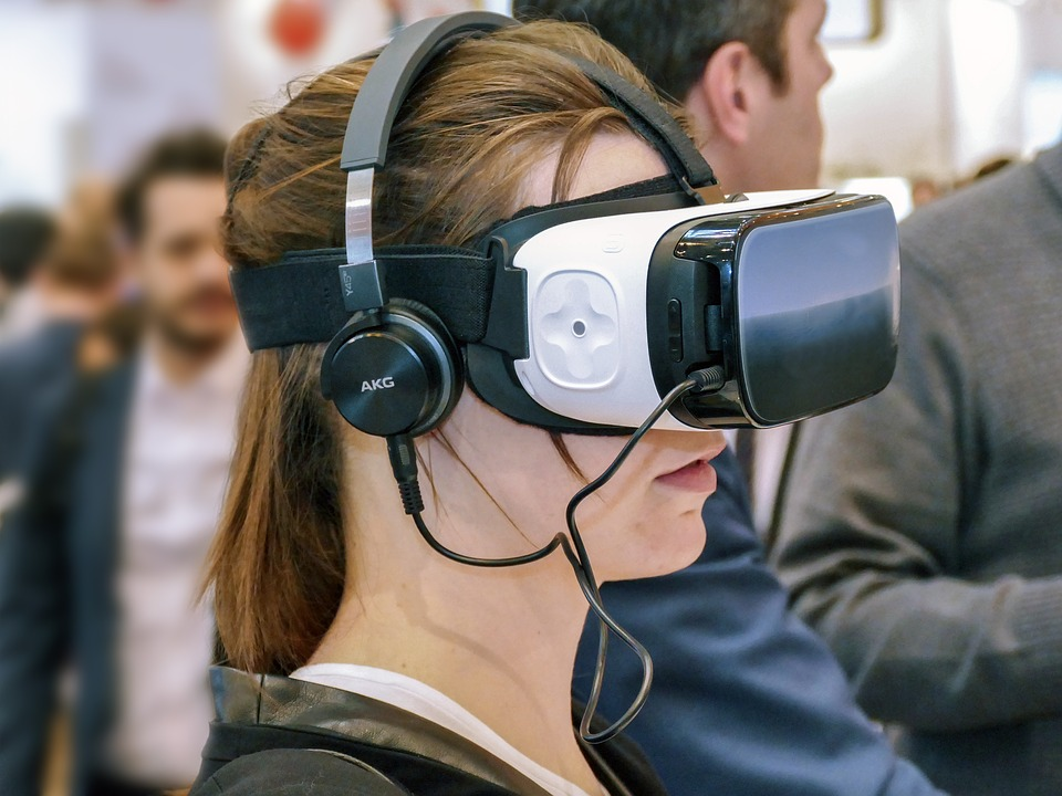 Design of Resource Controller for Virtual Reality Interfaces